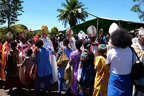 The Bishop of Lynn visits Papua New Guinea
